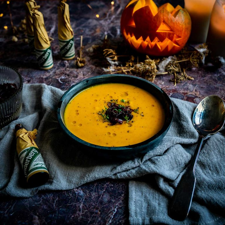 Pumpkin soup with caramelized Underberg onions