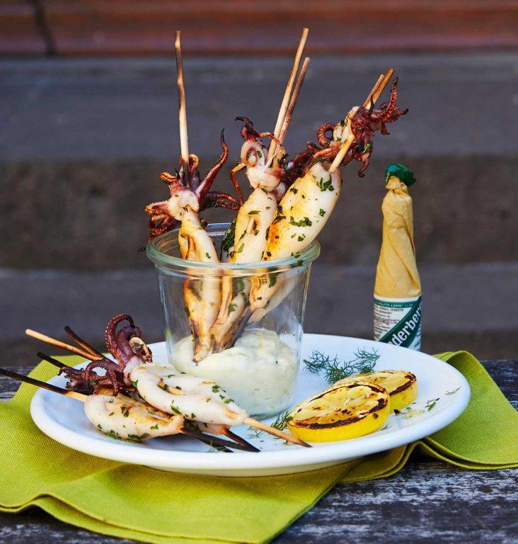 Grillete calamares-spyd med lime-hvitløk majones