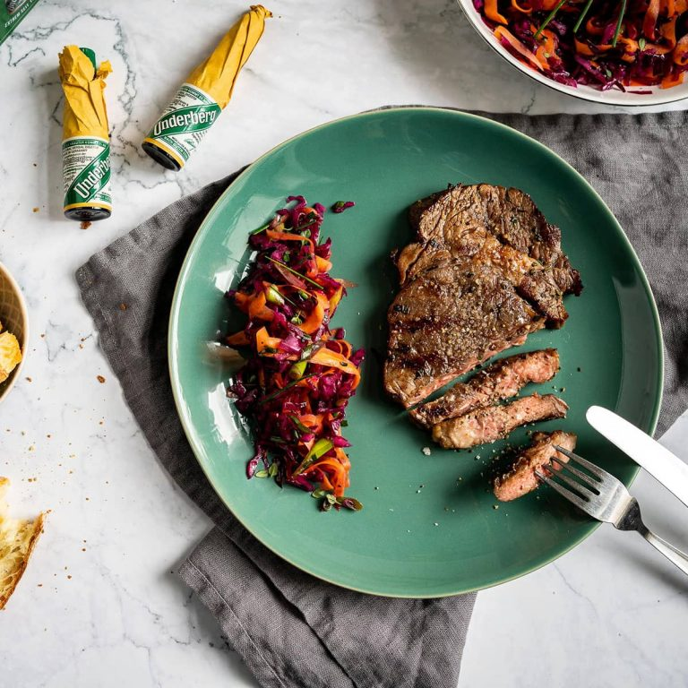 Steak mit Underberg-Marinade und Krautsalat
